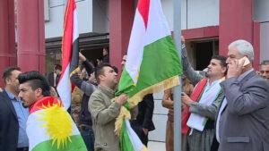 Ala Kurdistanê li pêş Parêzgariya Kerkûkê hat bilindkirin