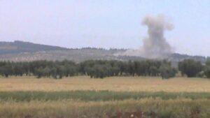 Artêşa Tirkiyê binkeyên YPGê li gundên Efrînê topbaran dike
